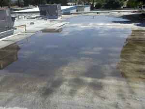 Roof damage due to inadequate flat roof drainage